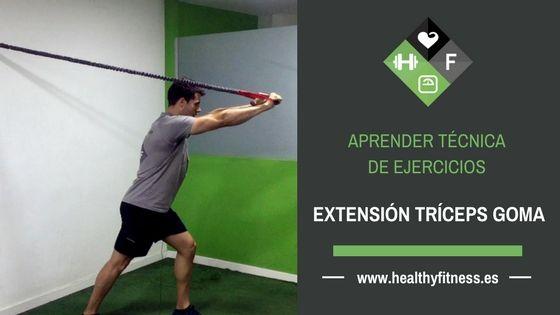 Extensión de tríceps con goma – Ejercicio de brazos para entrenar en casa